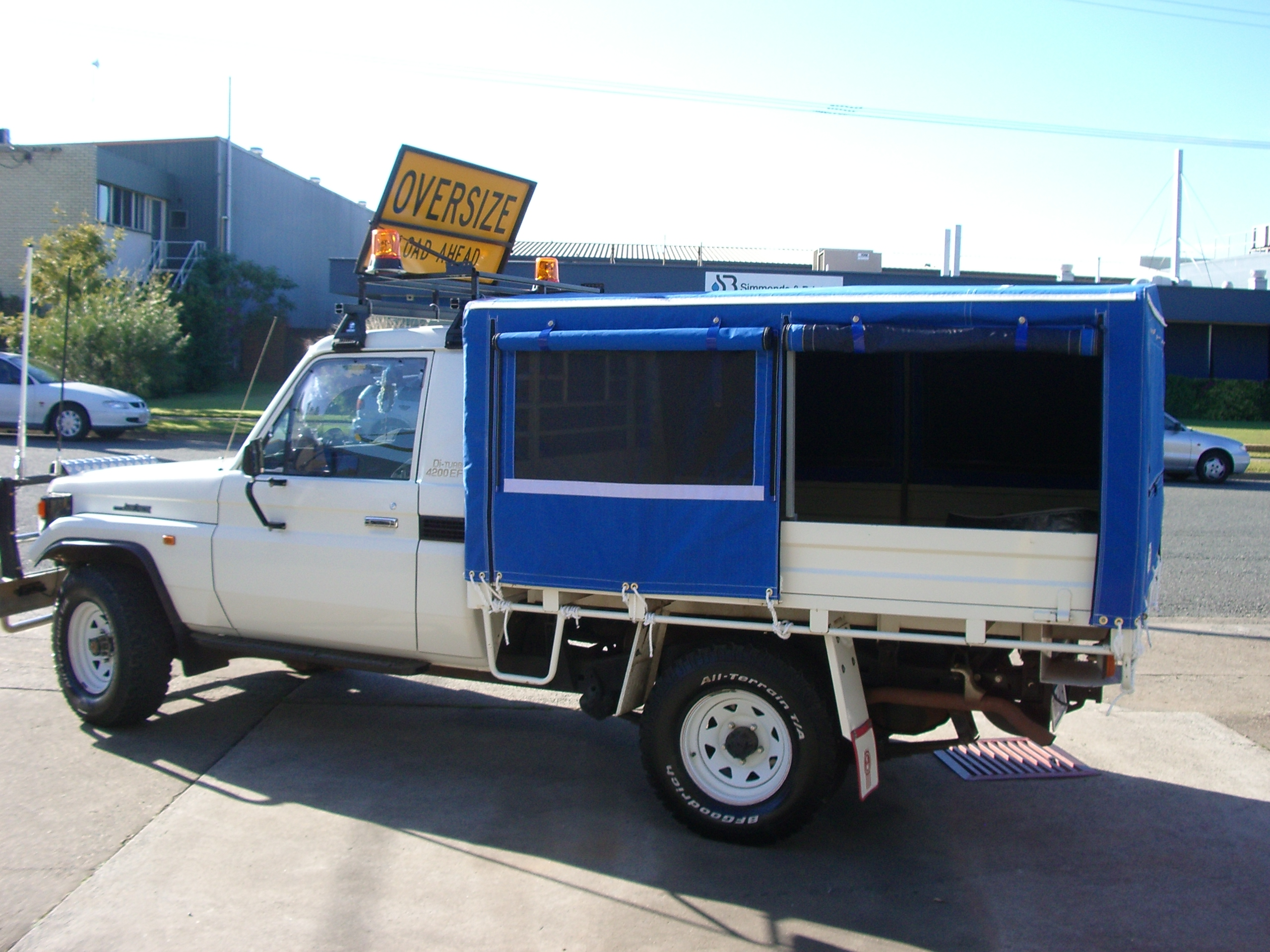 Plain canvas ute canopy with windows